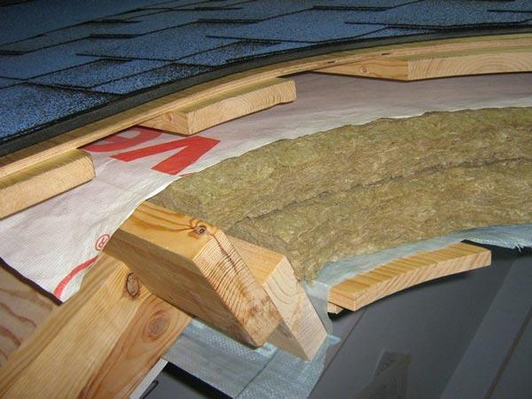 Как утеплить крышу мансарды