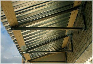 балконная крыша из профнастила