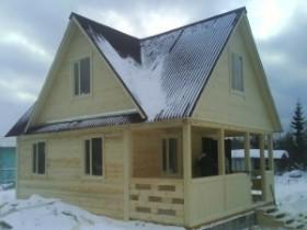 крыша дома с четырьмя фронтонами