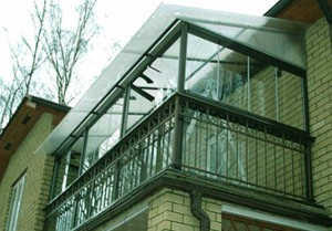 зависимая крыша балкона из поликарбоната