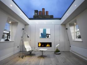 дом со стеклянной раздвижной крышей