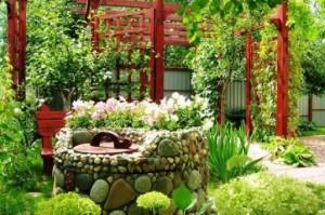 каменный колодец в саду