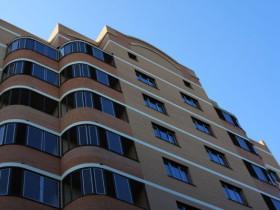 Как отремонтировать крышу многоквартирного дома