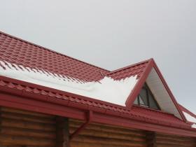 Угол наклона кровли из металлочерепицы связан с возможностью выдерживать максимальную снеговую нагрузку