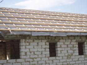 Устройство гидробарьера для шиферной крыши